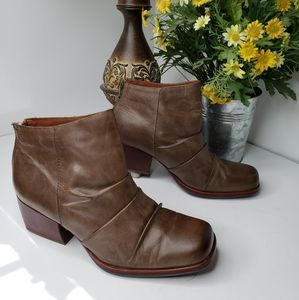 Kork-Ease Brown Leather Kissel Ankle Zip Boot 10M